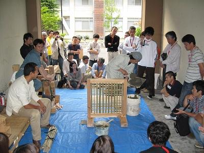 湯田さんによる土壁 ワークショップ